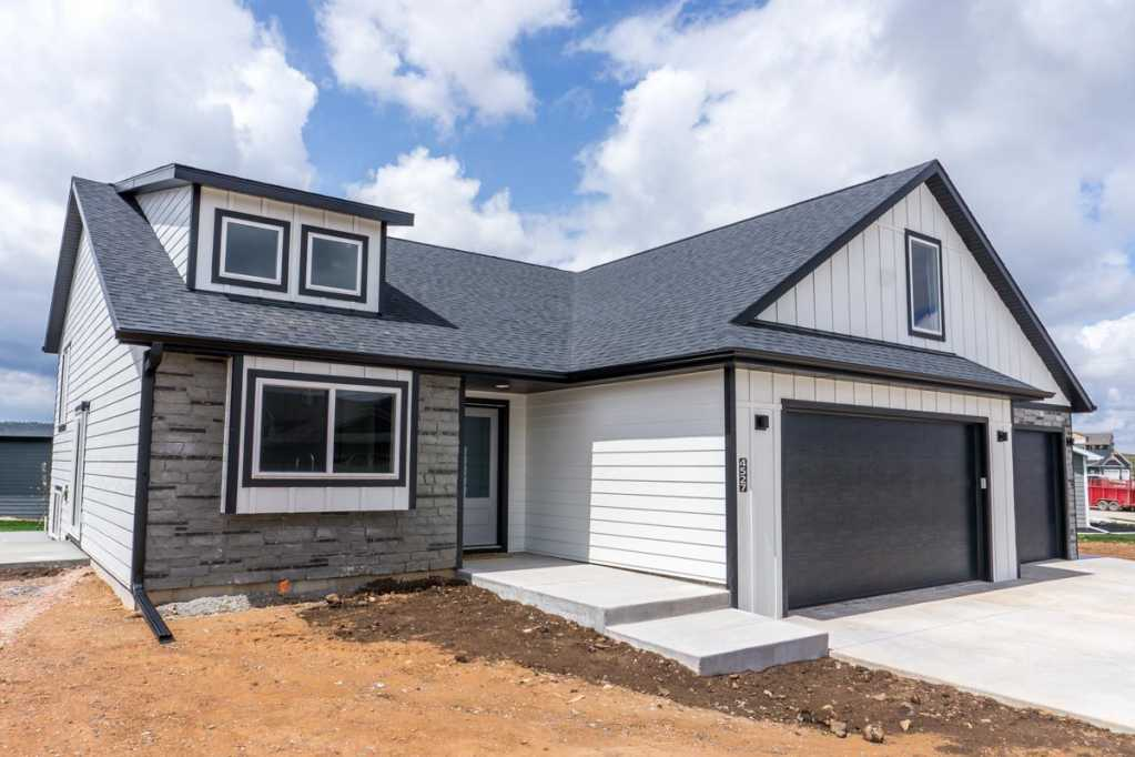 denver-siding-white-black-trim